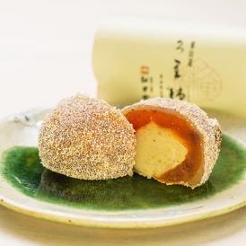 信州市田の干柿で栗きんとんを包み込んだ和菓子でございます。