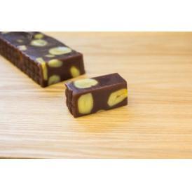 北海道産小豆を使用した栗蒸羊羹です。ご贈答に最適な木箱入りです。