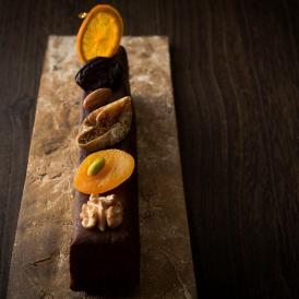 厳選した米粉(新潟県産、宮城県産)を使用したグルテンフリーのガトーショコラです。