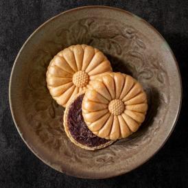 主原料は国産100%。米粉皮は伝統加賀種産、餡は北海道産の小豆。秘伝もなかです。