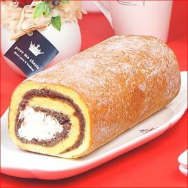 ミルク感たっぷりのクリームとふわっふわの米粉の生地がたまらない人気のあんこロールケーキ。