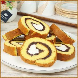 和菓子屋が厳選した小豆を使用して作ったカットロールケーキ
