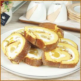 上品な味わいの芋と栗、そしてミルククリーム、それをモチモチの生地で味わう、そんなロールケーキ