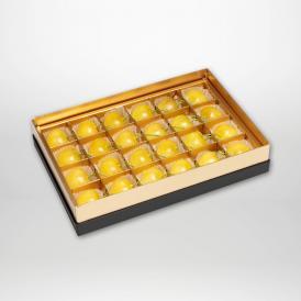 月山錦の珠玉のみやび箱詰2~3Lサイズ24粒入りです。