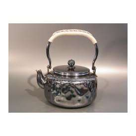 茶器・茶道具 銀瓶 岩目(いわめ)湯沸 銀燻(ギン イブシ)仕上、秀峰堂作