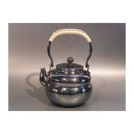 茶器・茶道具 銀瓶 六瓢(むびょう)湯沸 銀燻(ギン イブシ)仕上、秀峰堂作