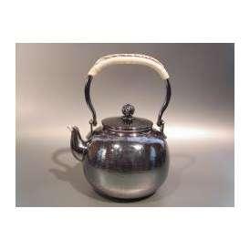 茶器・茶道具 銀瓶 丸型湯沸 銀燻(ギン イブシ)仕上、秀峰堂作
