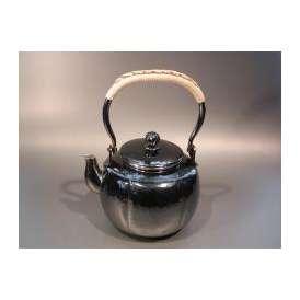 茶器・茶道具 銀瓶 阿古陀(あこだ)型 湯沸 銀燻(ギン イブシ)仕上、秀峰堂作