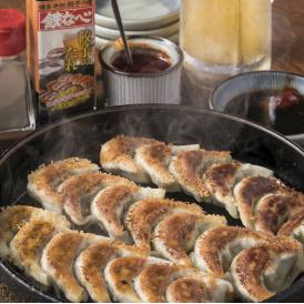 博多のおいしい一口餃子!お店の味をご家庭でもどうぞ 簡単レシピ&計量カップ付 冷凍生餃子(20個入り)