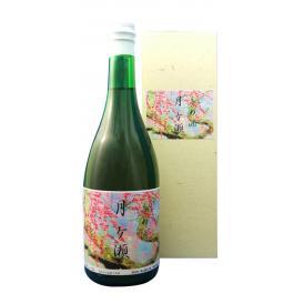 奈良県の景勝地「月ヶ瀬梅林」と西吉野の梅の実・本格焼酎・醸造アルコール・糖類で仕込んだ梅酒です。