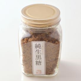 一般的な黒糖と違い、江戸時代から継承される伝統的製法で造られた完全無添加、完全手造りの黒糖。