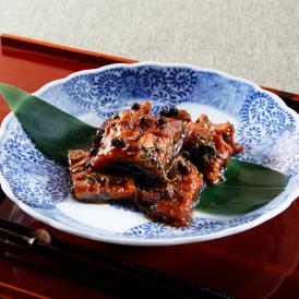 活鰻を手早くさばき炭火で焼き上げた後、明治13年の創業当時から続く秘伝のタレで炊き上げた自慢の逸品。