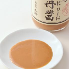 醤油では珍しいウニを使った「雲丹ひしお」。じっくり熟成発酵させ仕上げている逸品です。