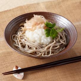 福井県産のそば粉を使用した「越前そば」はそばの風味がよく、噛めば噛むほどそば本来の甘味が感じられます