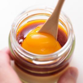 """卵とカラメルソースは""""あとのせ""""。牛乳、卵、塩……青森の厳選素材3つが味わえる、新あおもりスイーツ。"""