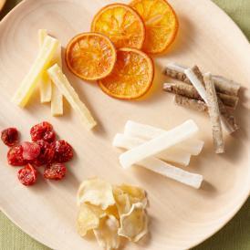 一番美味しい産地の新鮮な野菜・果物を使い、丁寧に手作業で乾燥させてドライフルーツにしています