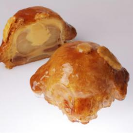 まるごとリンゴをカスタードとパイで摘んだ伝統菓子