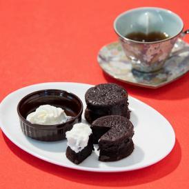 手のひらサイズに深い味わいがギュッと詰まった欧風チョコレートケーキ