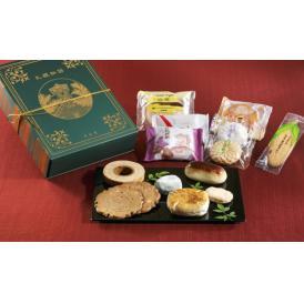 一冊の歴史物語に見立てたボックスに札幌にちなんだ和洋菓子13品16個を詰め合わせた贅沢なセットです