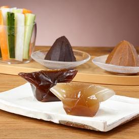 深い味と香りの「三年蔵赤味噌」と、程よい甘みの「三年蔵白味噌」に味噌を使った新感覚のスイーツのセット