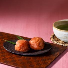 珠玉(しゅぎょく)は、南高梅の甘酸っぱさとぽってりと豊かな果肉が堪能できる一品です。