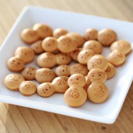 お腹に「福」の文字が入った可愛らしいだるまの形の焼菓子です。