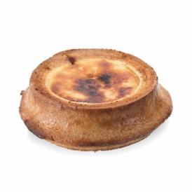 王様バウムの生地をベースにクリームチーズを加えベイクド風味に仕立てた特別なバウムクーヘン。