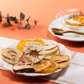 みずみずしくて香りの良い7種類の国産果物を、まるごとじっくり乾燥させたドライフルーツ詰め合わせ。
