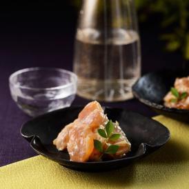 熟成させた酒粕に漬けこんでひきだした風味豊かな自然の味わい。「貝柱粕漬」と「海茸粕漬」をセットで。